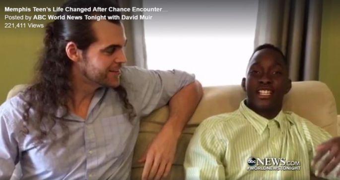 Desesperado Por Comida Este Jovem é Ajudado Por Um Estranho Que Muda a Sua Vida3