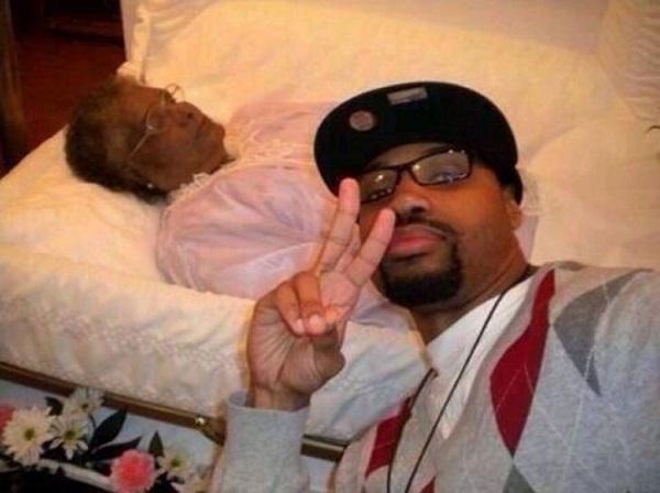 WTF! As Mais Estranhas, Assustadoras e Bizarras Selfies na Internet (25)